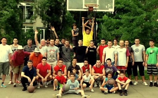 Učesnici prošlogodišnjeg turnira u naselju Pariske komune