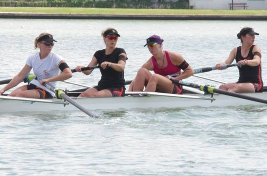 Jovana Arsić (treća u čamcu) sa koleginicama iz Francuske