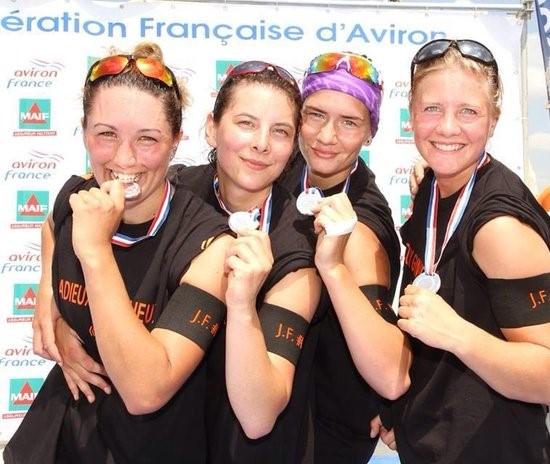 Francusko srebro sija kao zlato: Jovana (sa maramom) i koleginice iz kluba ACBB