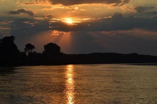 zalazak-sunca-na-tisi (Mijatov tanja)