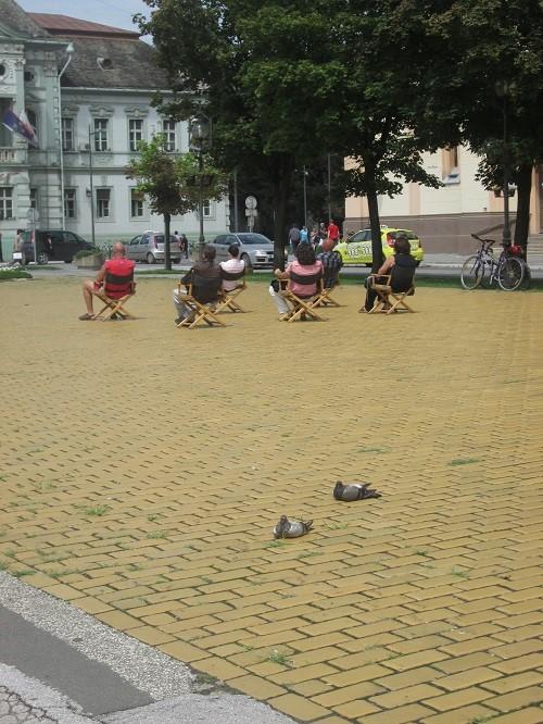 Performans Dragane i njenih prijatelja na Trgu Slobode, danas