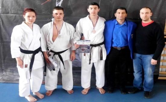 Na slici sa leva na desno Milica Metikos,Srdjan  Maric,Lazar Lovic,Milos Senic 7.Dan i trener Nikola Vukelic