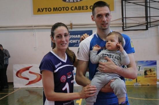 Stasava nova generacija odbojkaša: Mali Vuk sa tatom Markom Narančićem (OK Klek) i tetkom Biljanom Simanić (MD Zrenjanin)