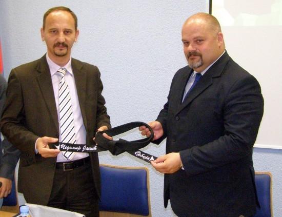 Nenad Janjić je poklonio Čedomiru Janjiću crni pojas