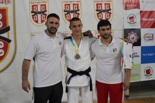 Sarić sa trenerima Savatovićem i Kohajmom