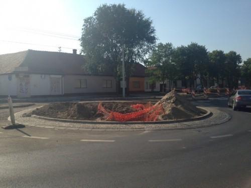 U toku izgradnja kružog toka na uglu Ž. Zrenjanina i Makedonske