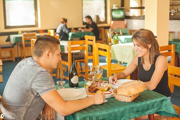 restoran-malo-jezero-vino