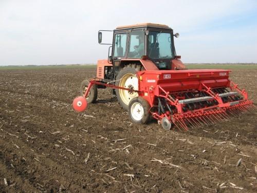Setva ozimih strnih zita traktor