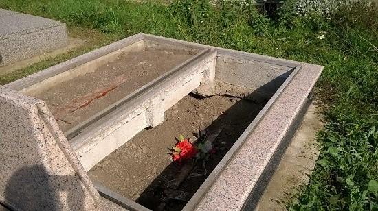 groblje-ecka-ukradene-ploce
