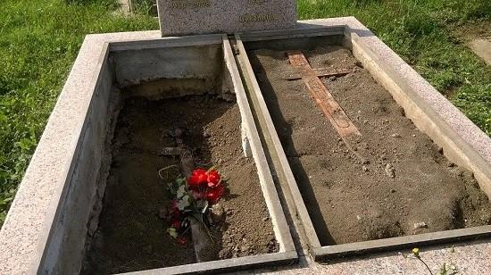 groblje-ecka-ukradene-ploce1