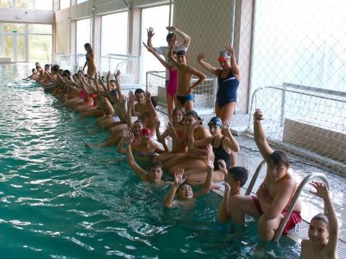 Deca na bazenu 3