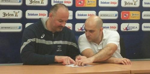 Davor Ćuk (levo) i trener Niša analiziraju utakmicu na konferenciji za novinare
