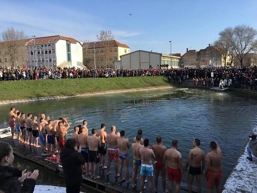 plivanje-casni-krst1