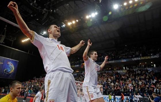 Rajčević proslavlja pobedu u društvu Kocića