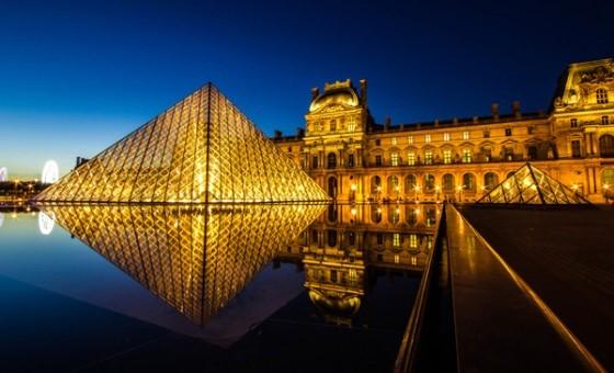 Pariz - Luvr noću