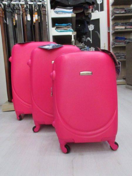 Otvaranje postave na dnu kofera i univerzalne bravice na svim David Jones koferima.