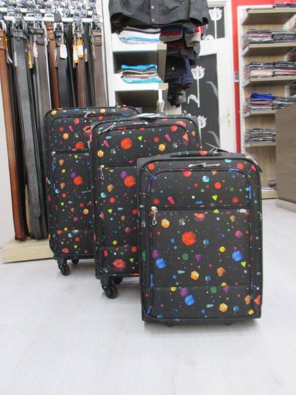 Ukoliko trazite kvalitetan i lepo dizajniran kofer koji je jednostavan za manipulaciju i potpuno je funkcionalan David Jones kofer namenjen je vama. Izradjen je od visoko kvalitetnog polikarbonata i veoma kvalitetnih tockica.