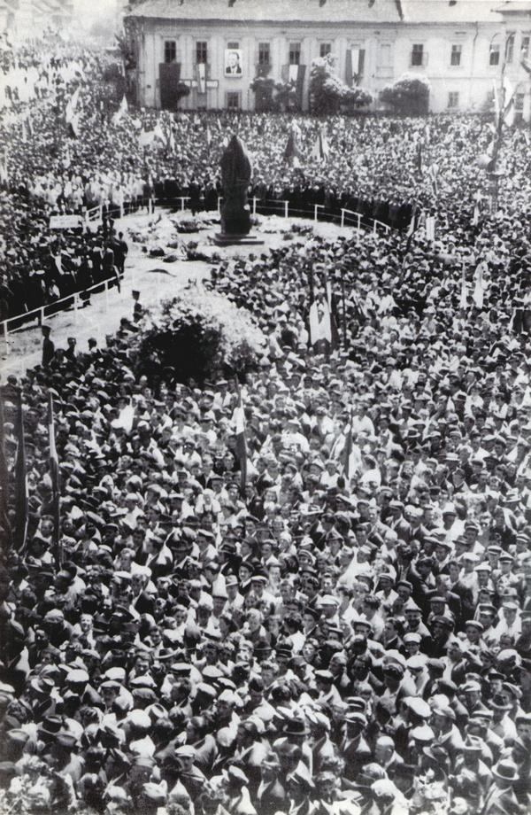 Trg slobode, neposredno pre otkrivanja spomenika Žarku Zrenjaninu, 11. maja 1952. godine