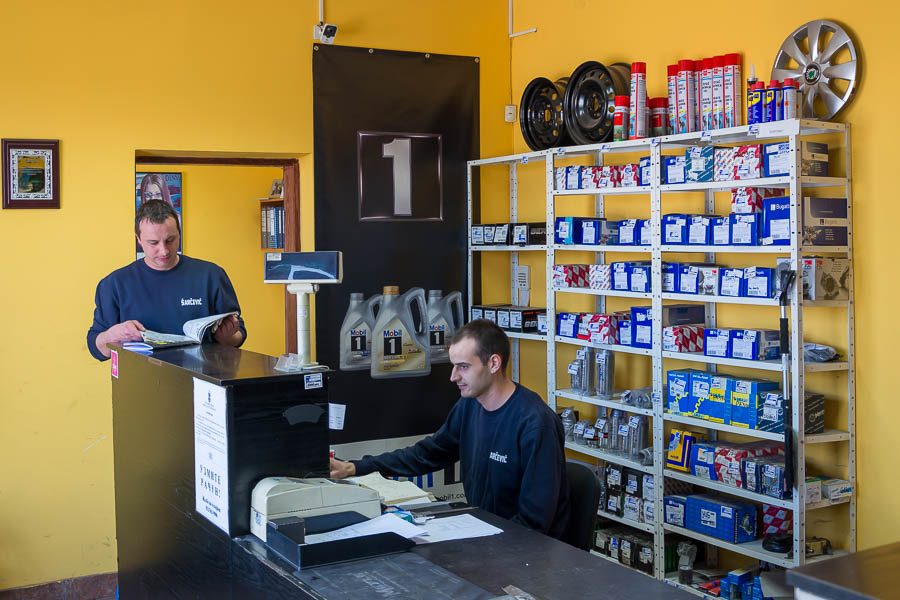 prodavac-komercijalista-auto-delova-posao