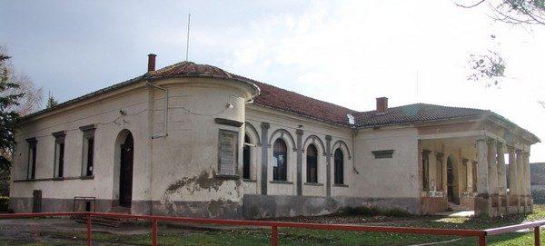 Dvorac-Bajic1