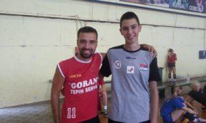 Luka Blagojević sa terenrom pionirske ekipe Ok Proleter, Darkom Jančićem