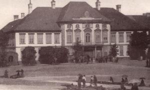 Jedina fotografija prvobitnog izgleda sadašnje zgrade, pred početak rekonstrukcije