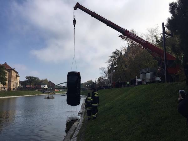 vadenje-vozila-iz-jezera