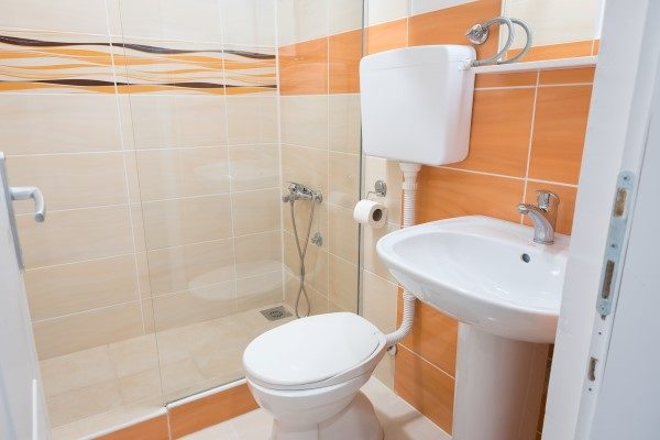 valis-kupatilo-narandzasto