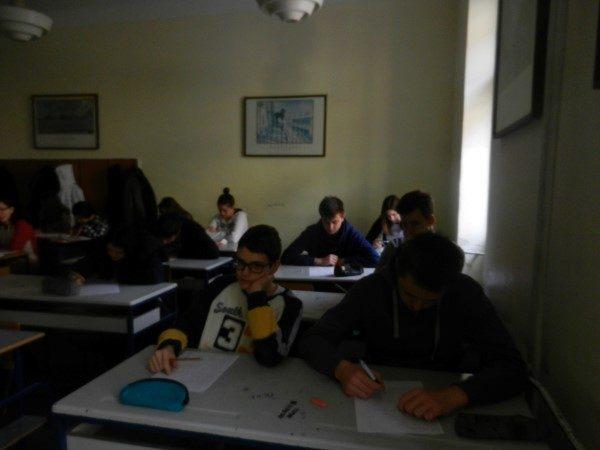 Zrenjaninska-gimnazija-djaci-u-klupama