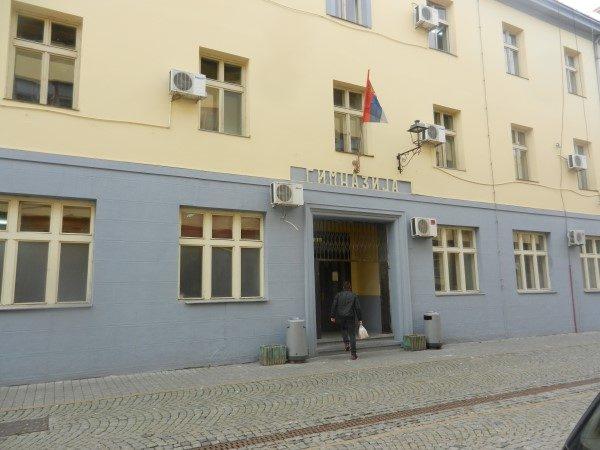 Zrenjaninska-gimnazija-spolja-siroko
