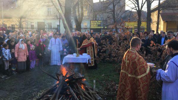 paljenje badnjaka Uspenski hram 2