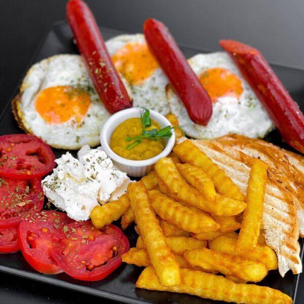 tačka doručak jaja sa kobasicom